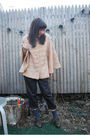 Pink-vintage-coat-gray-bb-dakota-pants-gray-seychelles-shoes