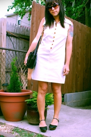white vintage dress - black UO shoes - black vintage coach purse