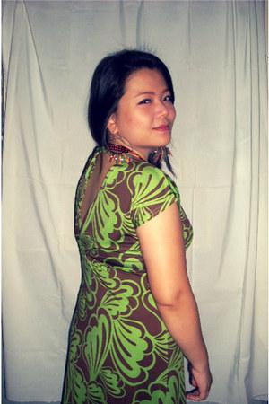 forest green maxi dress Details dress - bronze bronze beads Bazaar Finds necklac