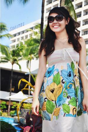 sky blue Sun Play Fun dress - dark gray Guess sunglasses
