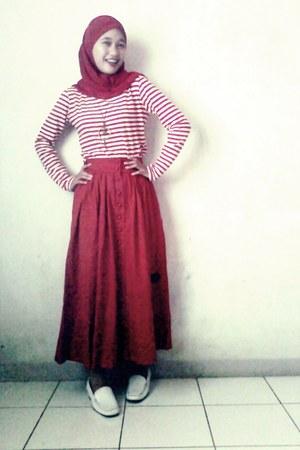 zebra t-shirt - buchery shoes - Red Hot skirt