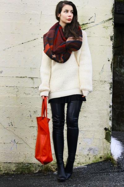 crimson H&M Trend scarf - black Stella McCartney boots