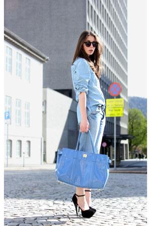 black Bianco heels - sky blue pocoloco shirt