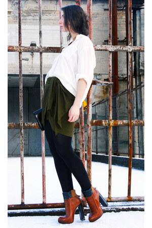 tawny Alexander Wang boots - cream Bik Bok shirt