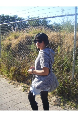 Ray Ban glasses - Bershka sweater - Zara purse - made by myself shorts - made by
