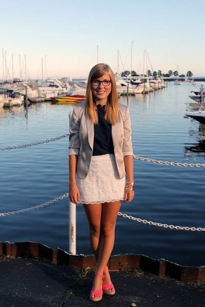 hollister skirt - H&M blazer - Forever21 top - kohls wedges