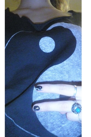 black yin yang H&M t-shirt