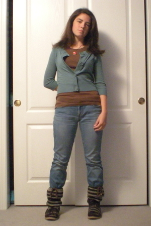 sweater - t-shirt - jeans - shoes