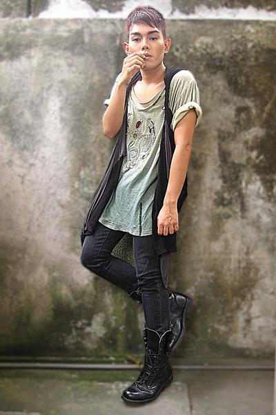 black Uniqlo pants - black Wedins boots - green sun shirt - gray ato vest