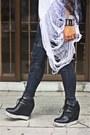 White-diy-hanes-shirt-black-diy-hanes-shirt-black-vero-moda-pants-black-fi