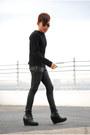 Black-summersault-boots-black-de-su-sweater-black-oxygen-pants