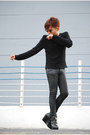 Black-summersault-boots-black-de-su-sweater-black-oxygen-pants