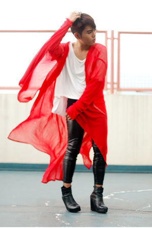 red PROUDRACE coat - black Soule Phenomenon shoes - black Topshop leggings