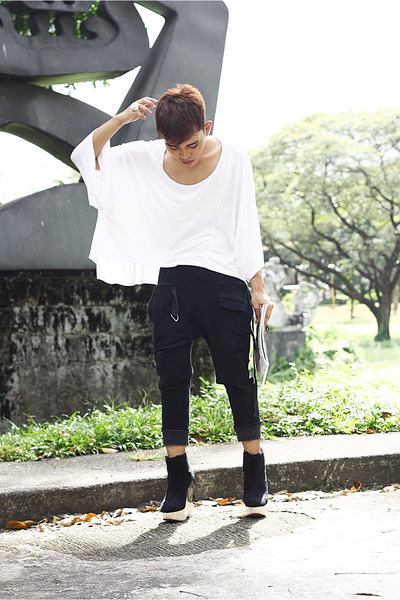 white Oxygen shirt - black Soule Phenomenon wedges