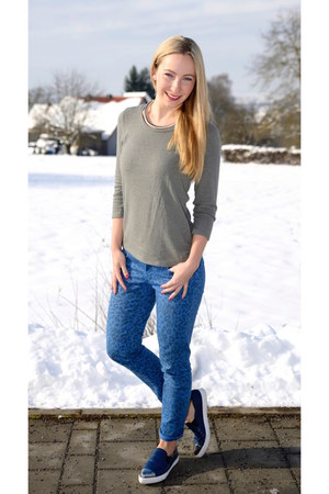 Cimarron jeans - 87hours sweater - Charles & Keith flats