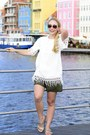 548-shorts-tommy-hilfiger-sunglasses-whitemountain-sandals-truluv-blouse