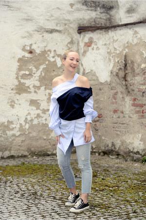 StyleWe blouse - Generra jeans - Converse flats