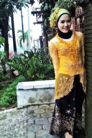 yellow silk anne avantie dress - yellow silk Zara scarf - black silk Mango skirt