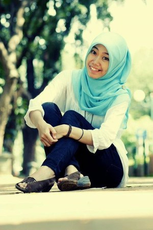 navy silk modcloth jeans - aquamarine silk Forever21 scarf