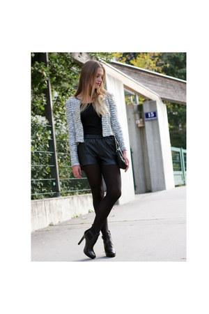 black Mango bag - black Zara boots - white H&M blazer - black Mango pants