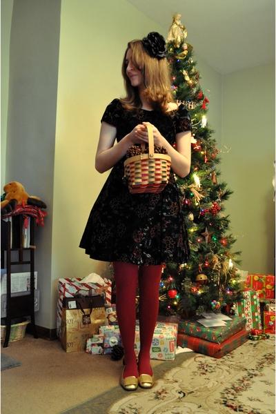 black vintage dress - pink HUE tights - gold Vaneli shoes - black Forever 21 acc