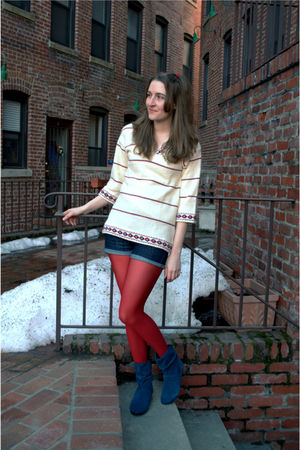 white vintage sweater - blue Gap shorts - red HUE tights - blue Bandolino shoes