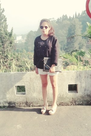 black bag - black sunglasses - off white pants - black sweatshirt - peach wedges