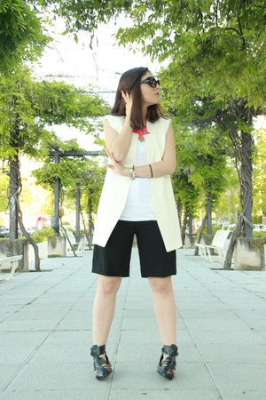 white Zara vest - black Zara shorts