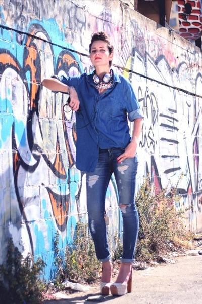 blue Levis jeans - blue jeansblue casrto blouse