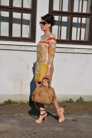 nude Marc Jacobs bag - neutral Zara dress - crimson Missoni sunglasses