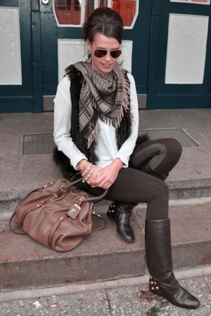 dark brown Gucci boots - dark brown Zara leggings - dark brown Gucci scarf