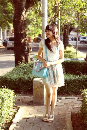 inbeautyQ bag - light blue dress - heels