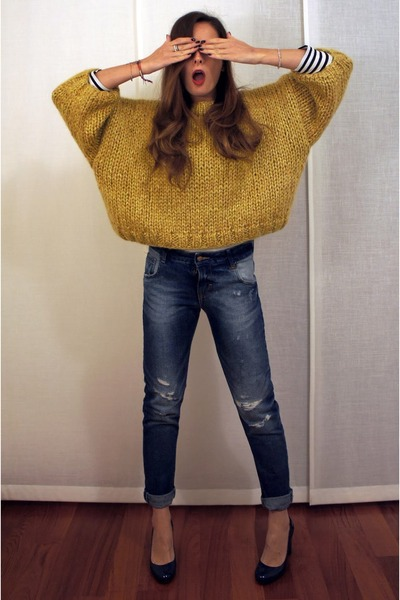 blue Zara jeans - gold Zoe jumper - blue Zara heels - cream COS t-shirt