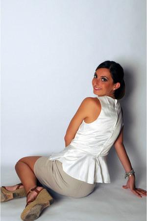 eggshell H&M Trend top - tan Zara skirt - crimson borgo degli ulivi pumps