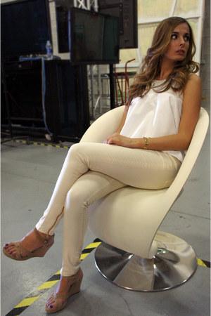 Zara top - Zara pants - Zara necklace - Ugg Australia pumps