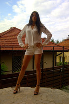 white jean shorts pull&bear shorts - ivory studded collar Zara shirt