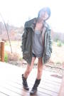 Green-heritage-1981-jacket-gray-t-shirt-brown-boots-beige-american-eagle-s