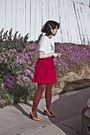 Violet-shirt-red-skirt