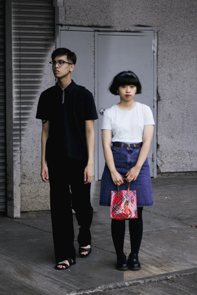 blue denim Levis skirt - black shirt - light blue t-shirt - black pants
