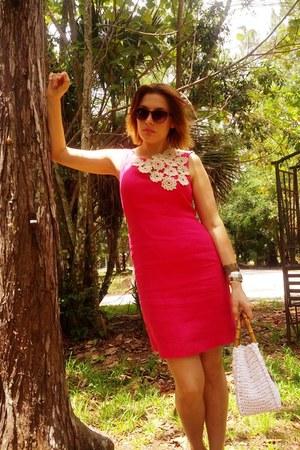 hot pink cotton talbots dress - white straw Ritter vintage bag