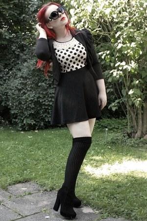 eggshell dress - black ankle suede boots - black baroque sunglasses