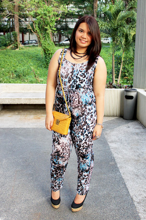 mustard Forever 21 bag - jump suit - black Syrup pumps