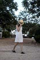 white vintage dress - gold vintage hat - black H&M sandals