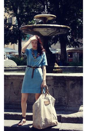 blue Ceri vintage dress - brown Ceri vintage belt - gold vintage necklace - beig