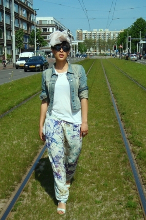 ON THA TRACKS BABY..heheh