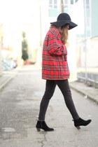 ruby red plaid vintage coat - black vintage jeans - black felt H&M hat