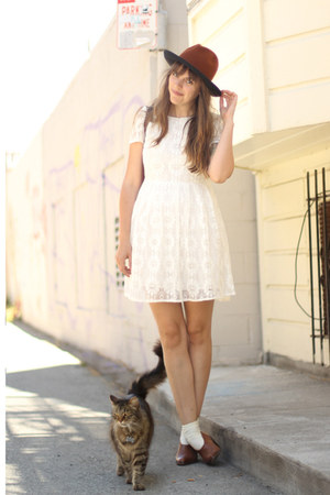 dark brown vintage hat - brown ankle leather vintage boots - ivory Dahlia dress