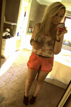 salmon Miss Selfridge shorts - black studded Topshop belt