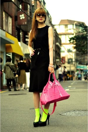 hot pink ginger bag - black Jessica Simpson pumps - bronze Michael Kors glasses