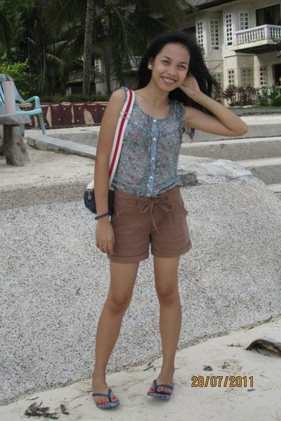 blue bag - light brown shorts - blue top - white earrings - brown bracelet